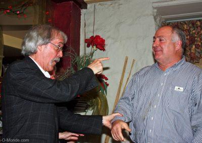 2012-04-18 Notre président Michel Flamand taquine notre invité Charles Hours