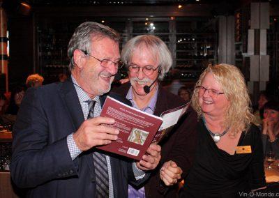 2018-10-29 Jérôme Quiot lit la dédicace signée par l'auteur du livre, Hervé Durand